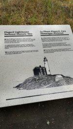 灯台の説明がカナダの公用語である英語とフランス語であります。
