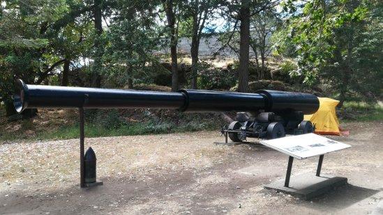 これまた、大きな大砲です。これを運ぶのに当時は馬を使ったとか。